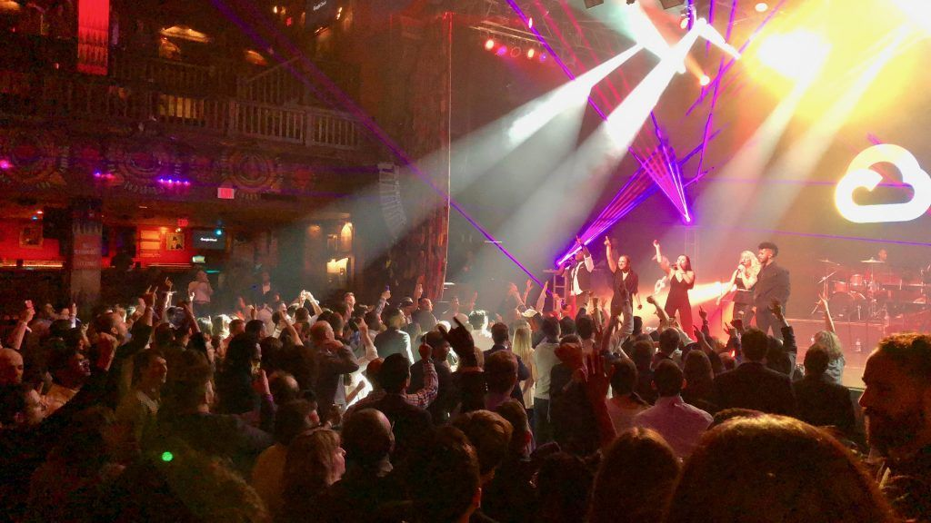 band playing at house of blues