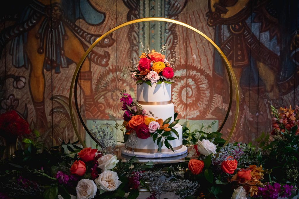 wedding-cake-aztec-background