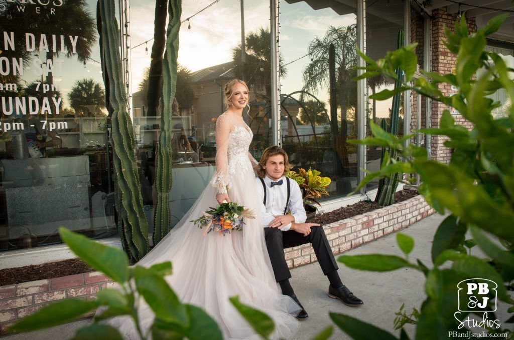 Celebrate Love and History with this bride and groom at Citrus Tower