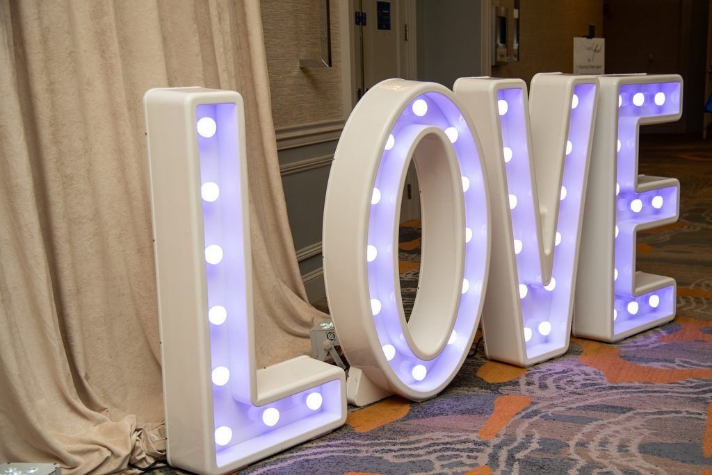 giant-lighted-love-sign-by-Orlando-Wedding-and Party-Rentals